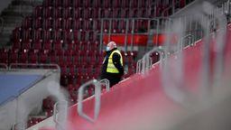 Leere Ränge während der Pandemie sorgen für leere Vereinskassen in der Bundesliga - auch beim FC Augsburg.   Bild:dpa / picture alliance