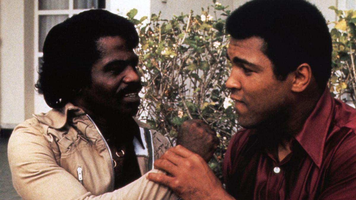 """Legenden alle beide: James Brown und Muhammad Ali - ein Bild aus der Doku """"When We Were Kings"""" von Leon Gast"""