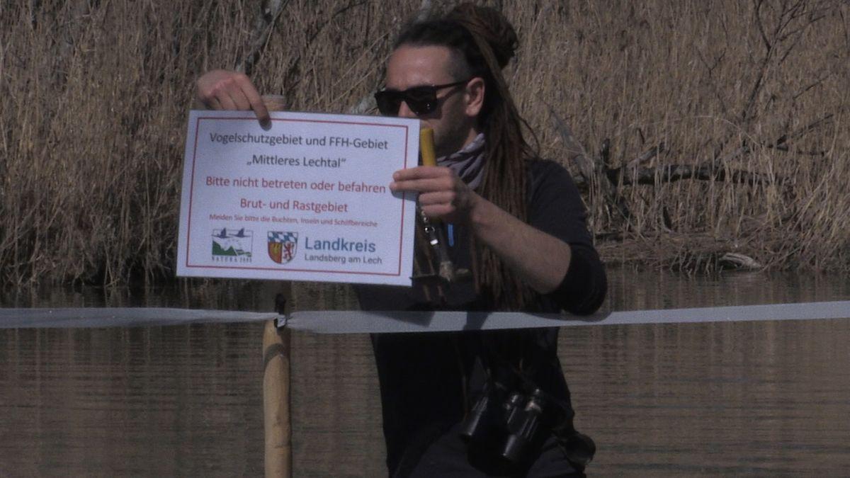Absperrungen im Lech zum Schutz brütender Vögel