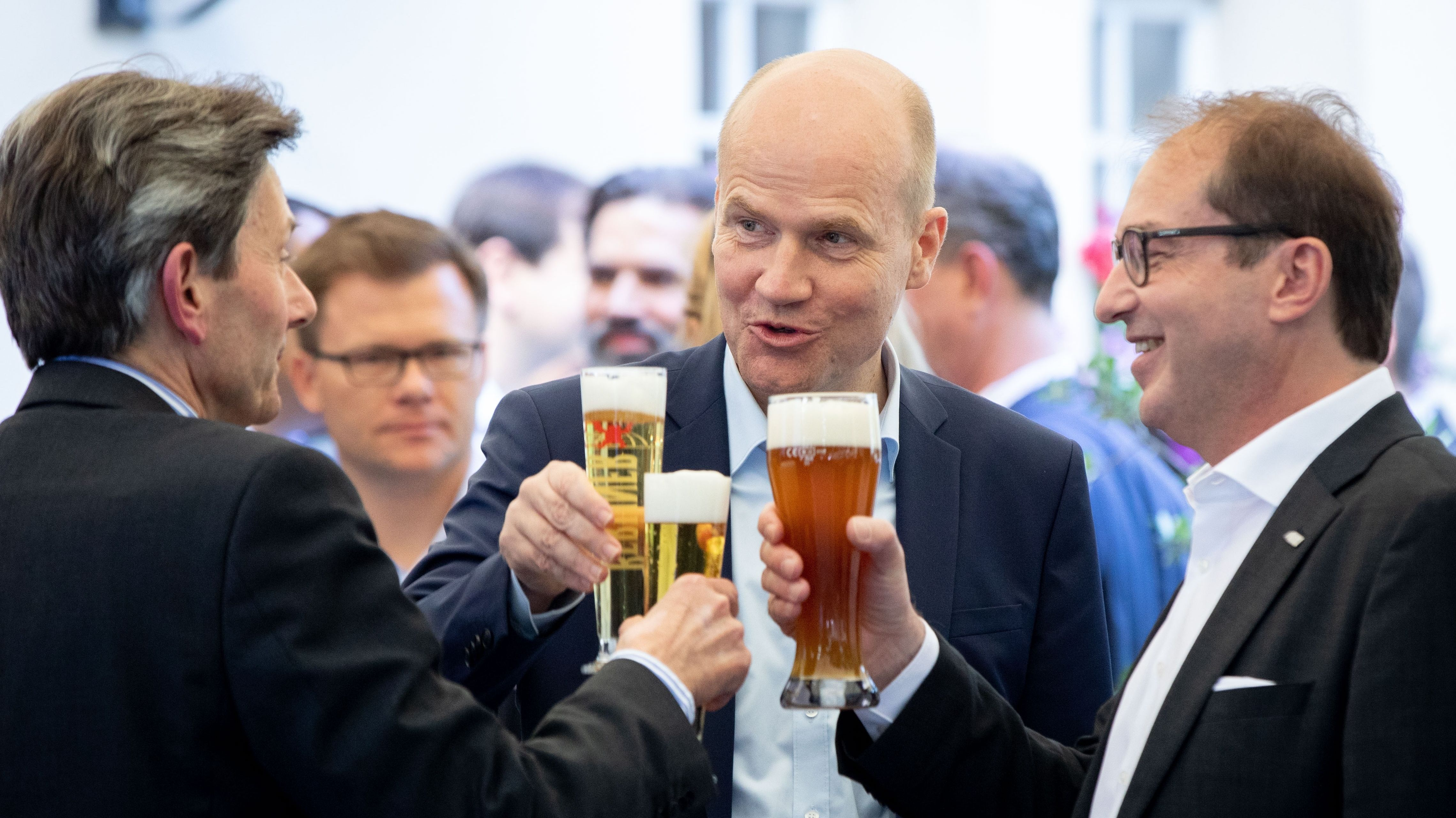 In den Regierungsparteien wächst der Wunsch nach gegenseitiger Abgrenzung – was kompliziert ist, wenn man zusammen regiert. Bis auf weiteres müssen Union und SPD gemeinsam Inhalte liefern. Doch wie viele Gemeinsamkeiten gibt es noch? Foto vom Auftakt der Klausur.