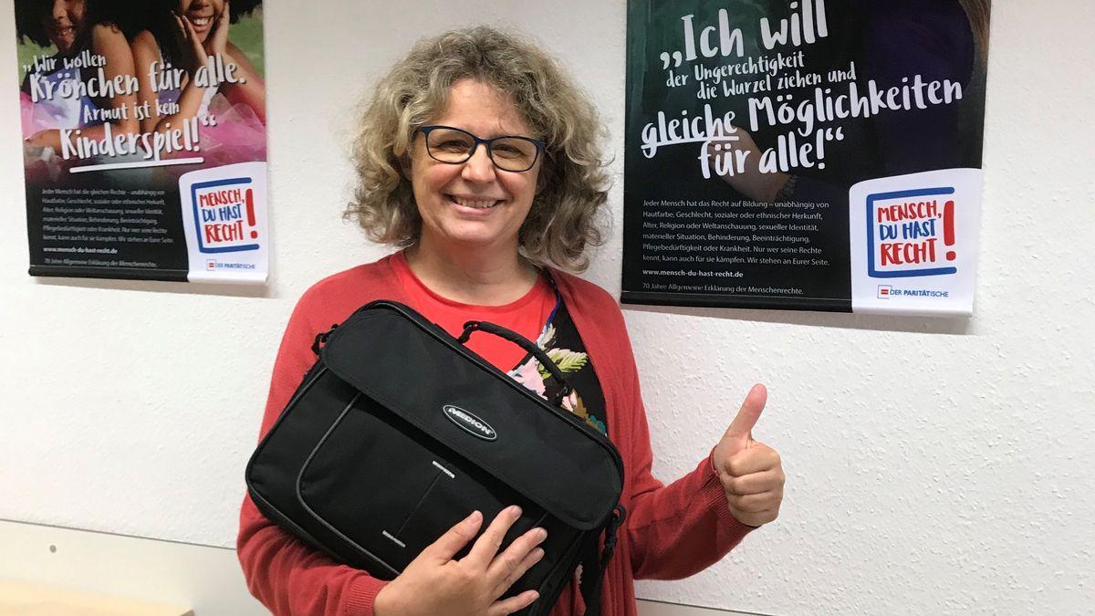 Computerspendenannahme: Über 100 Laptops wurden bereits an bedürftige Schüler gespendet.