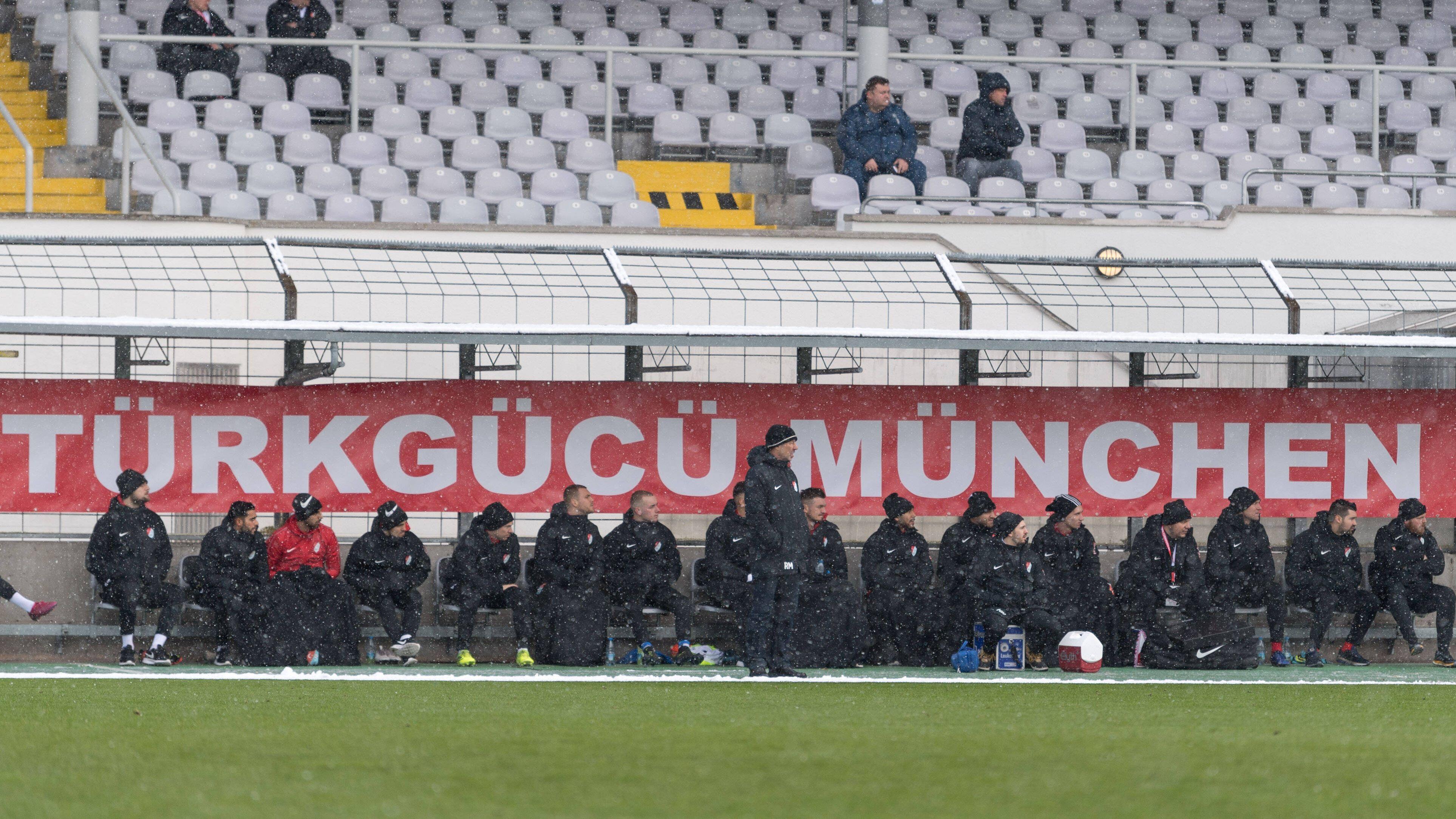 Türkgücü-Bank bei einem Spiel im Grünwalder Stadion