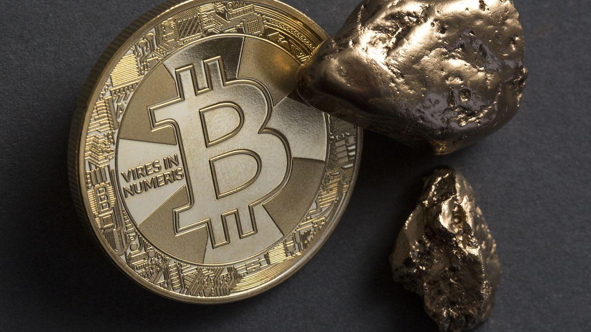 Goldklumpen und Bitcoin-Symbolmünze
