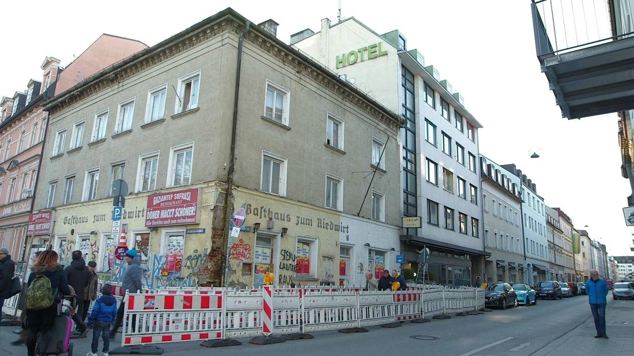 """Das verfallende """"Gasthaus zum Riedwirt"""" in der Schwanthalerstraße in München"""