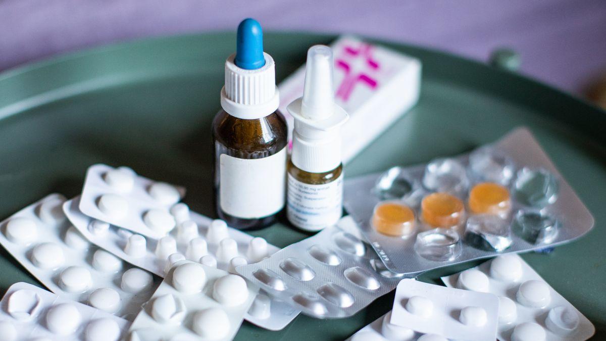 Tabletten und Nasenspray