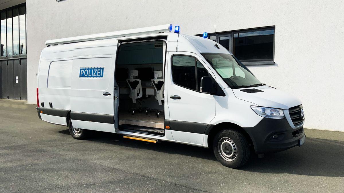 Ein ausgebauter Transporter wird für 300.000 Euro zum deutschlandweit ersten mobilen Labor für IT-Forensik der Polizei.