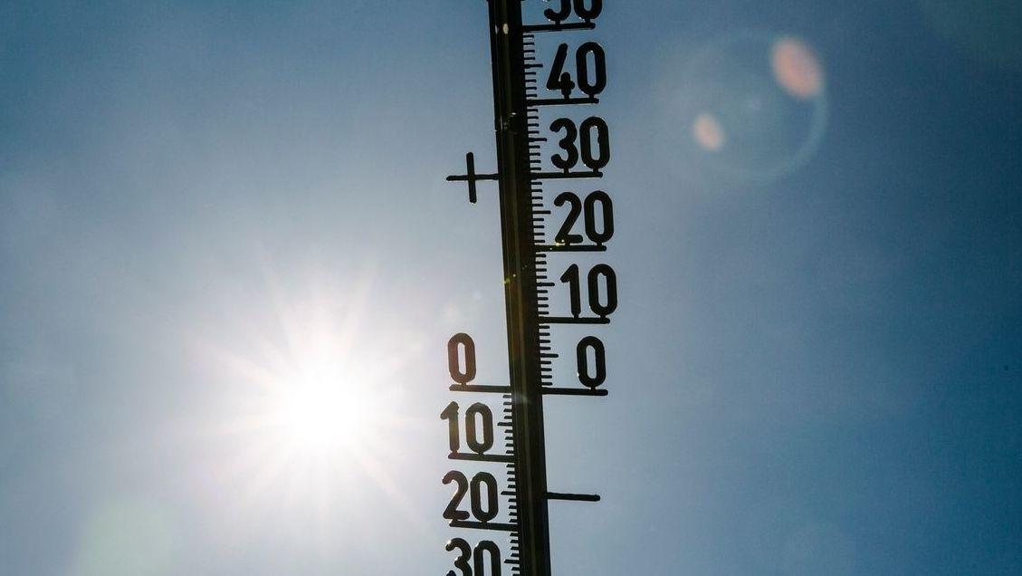 Thermometer und Sonne