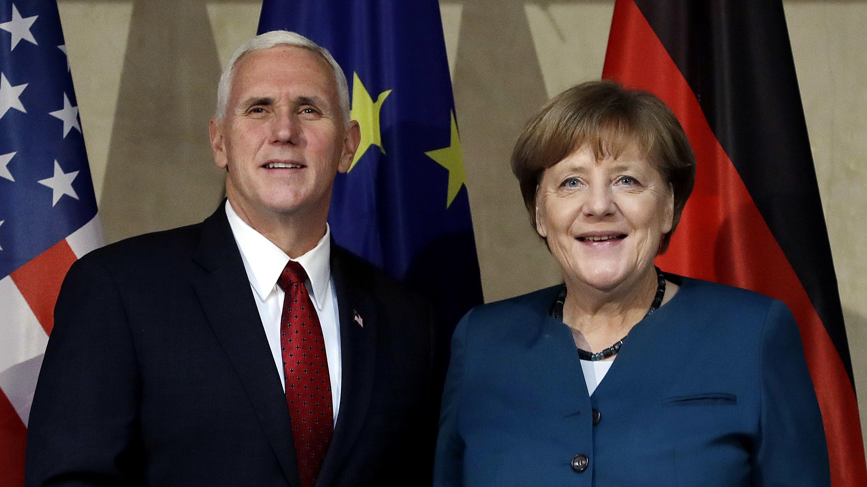 Mike Pence und Angela Merkel