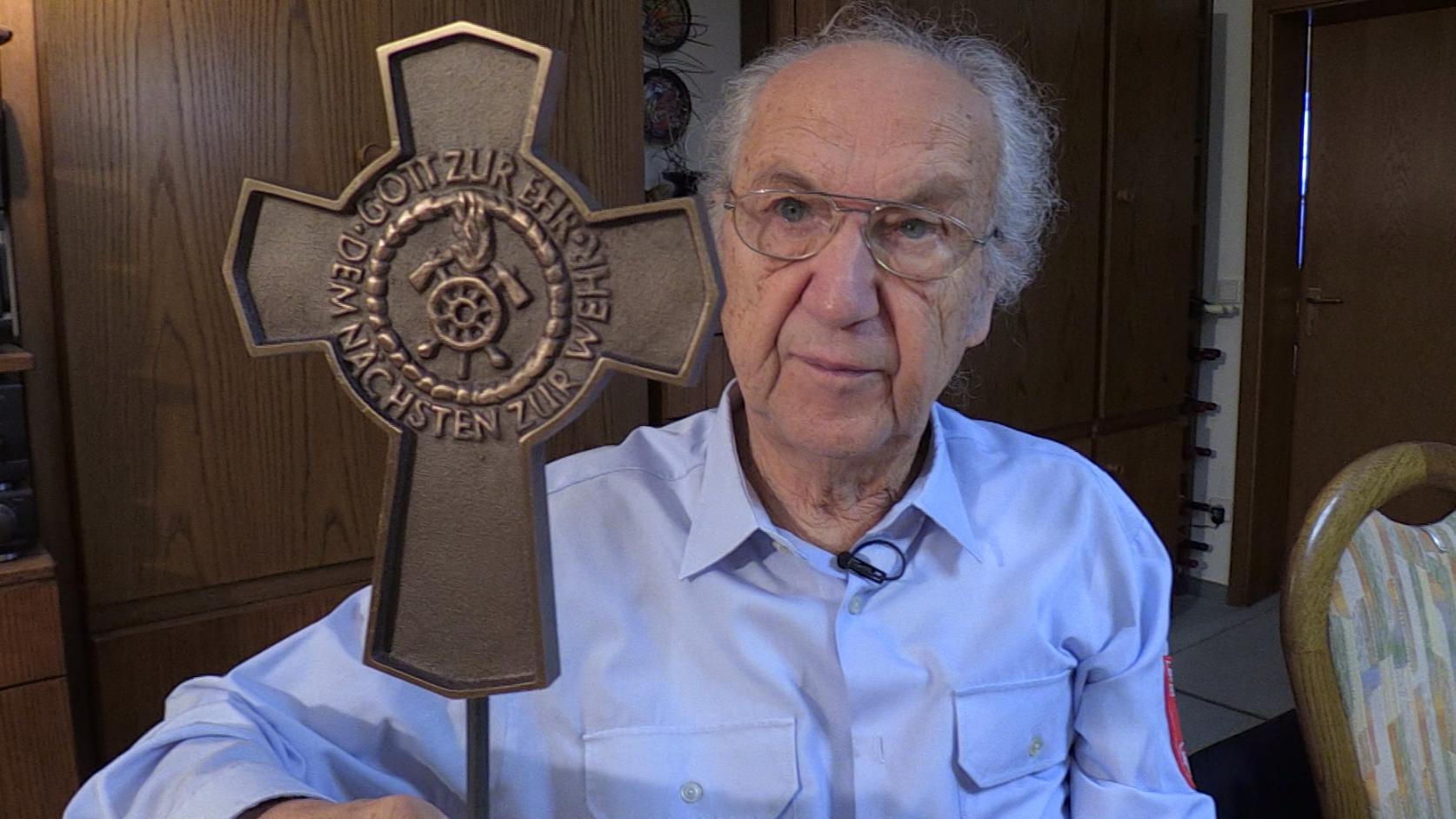 Manfred Hornung - er brachte die Idee der Grabkreuze für Feuerwehrler von Amerika nach Deutschland