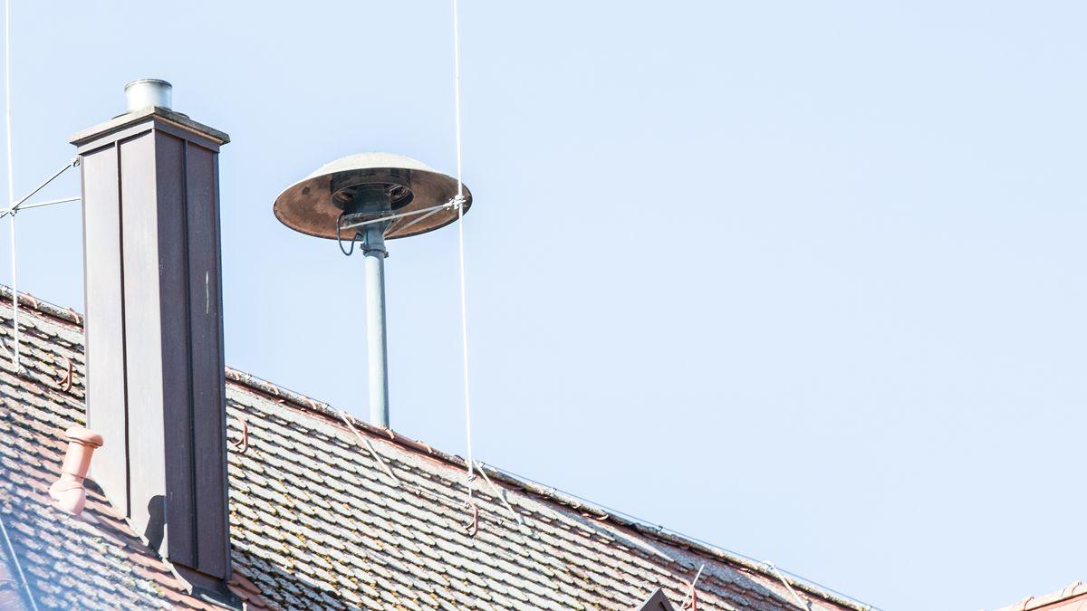 Warnsirene auf einem Dach in Bamberg (Symbolbild).