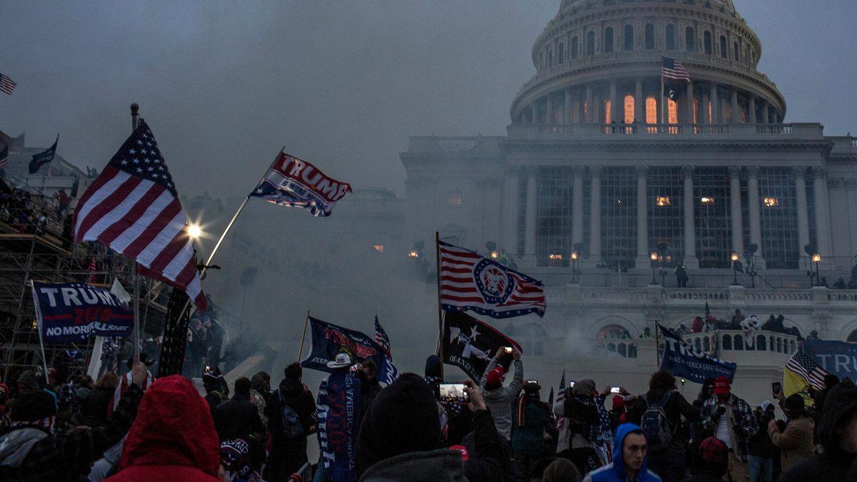 Von Trump angefeuerte Randalierer greifen das Kapitol in Washington D.C. an