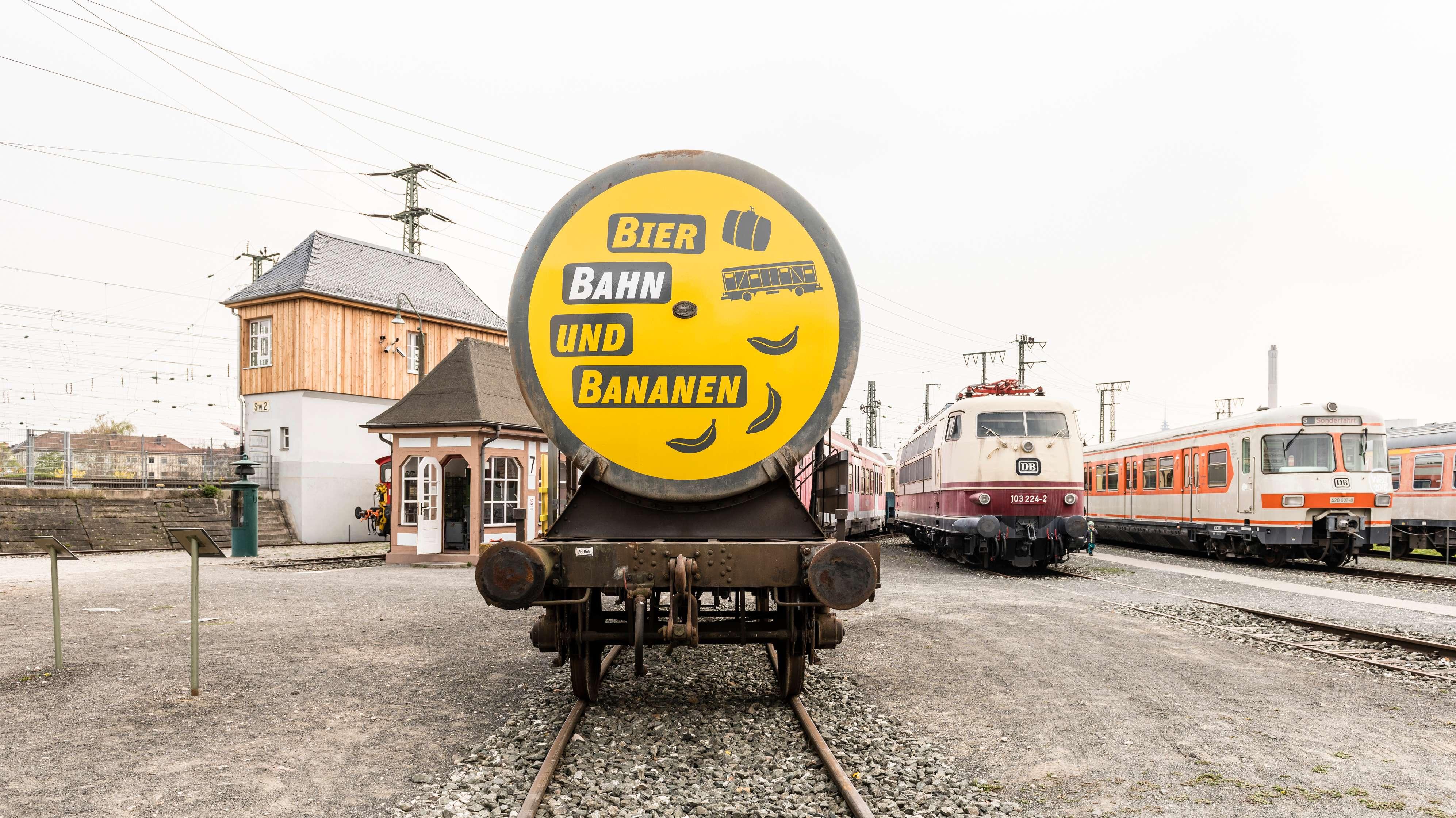 """Wagon zur Sonderausstellung """"Bier, Bahn und Bananen"""" auf dem Freigelände des DB-Museums Nürnberg"""