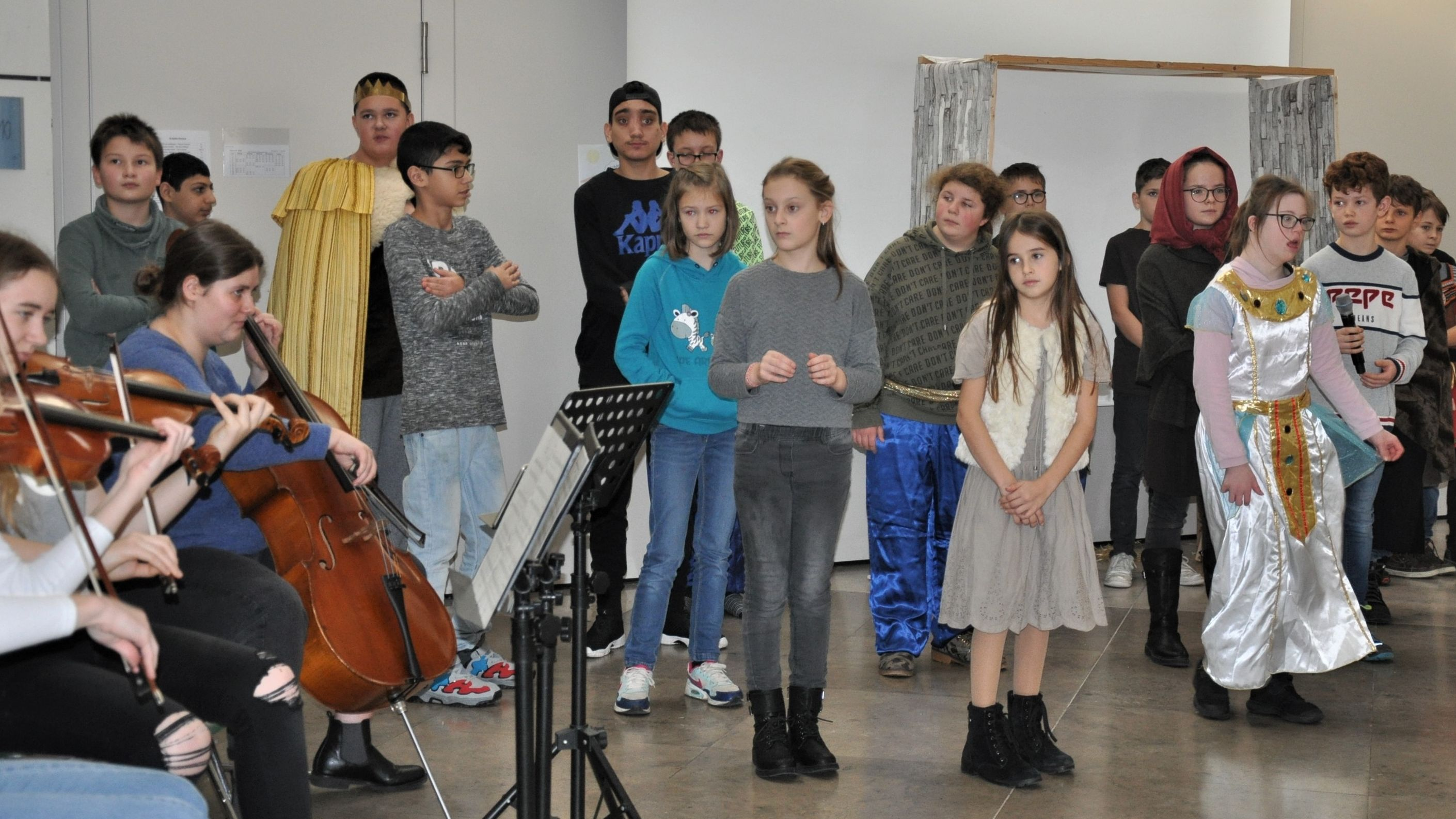 Karlstadter Gymnasiasten und Förderschüler proben für gemeinsames Weihnachts-Musical