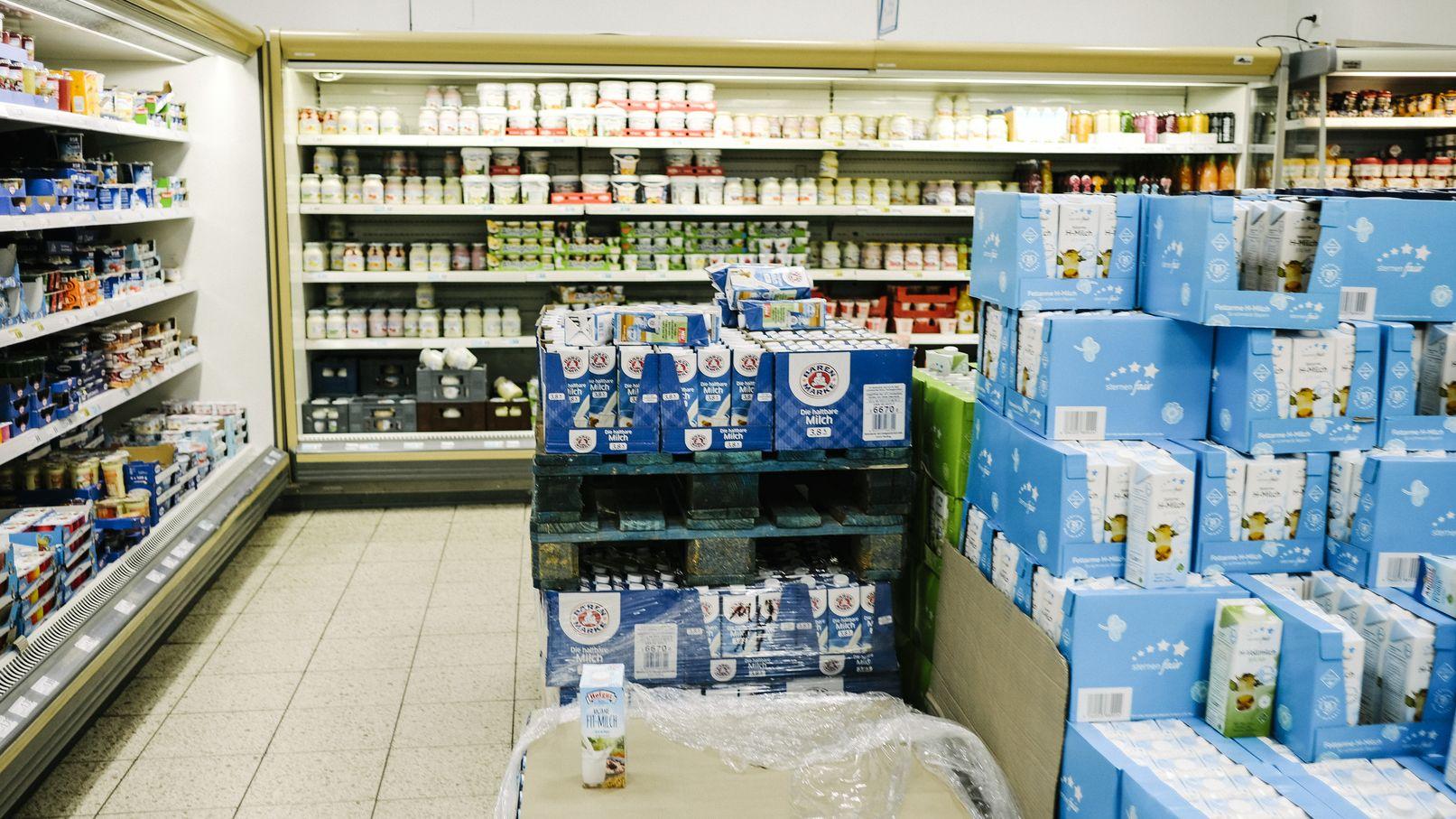 Milchprodukte in einem Supermarkt.
