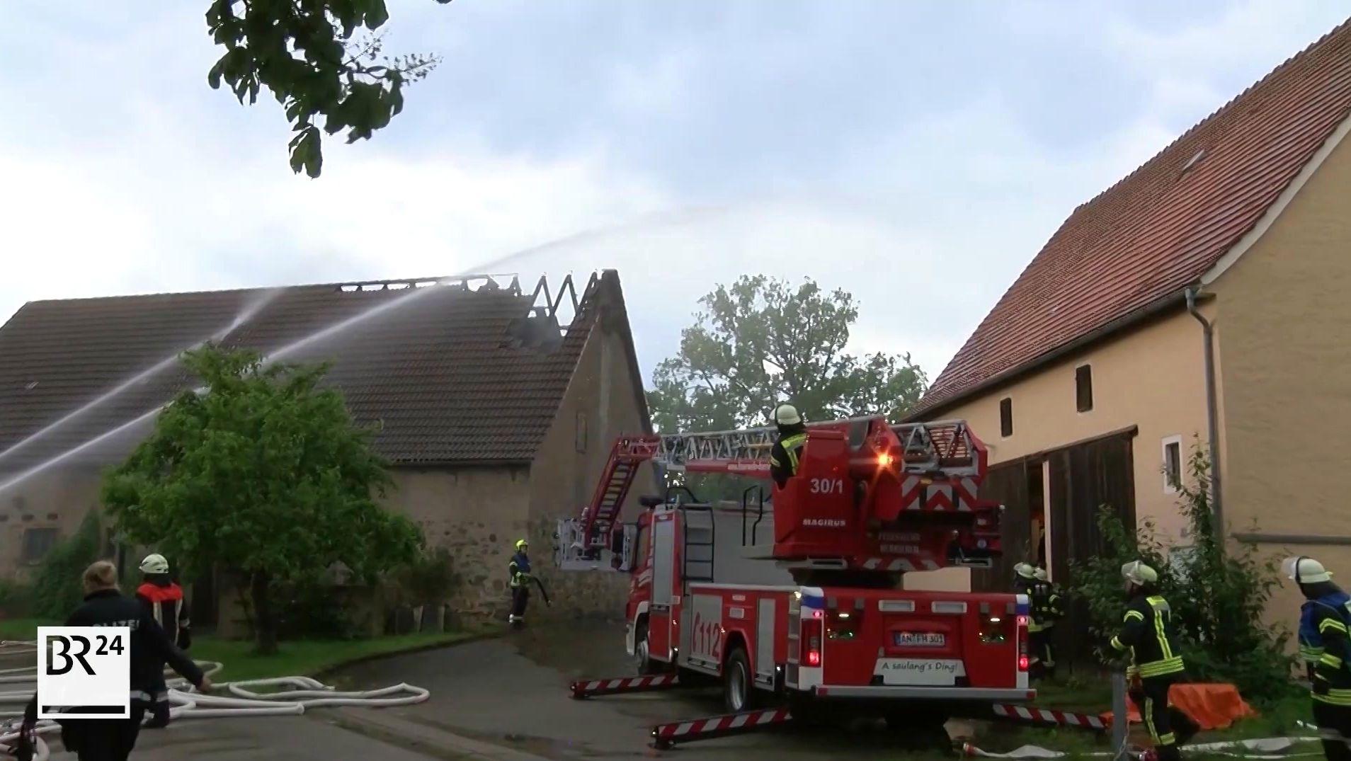 Feuerwehrleute im Einsatz in Leutershausen