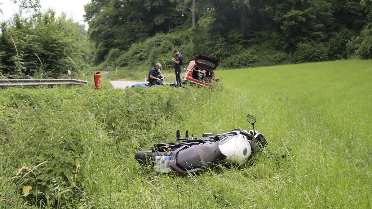 Polizisten an der Unfallstelle