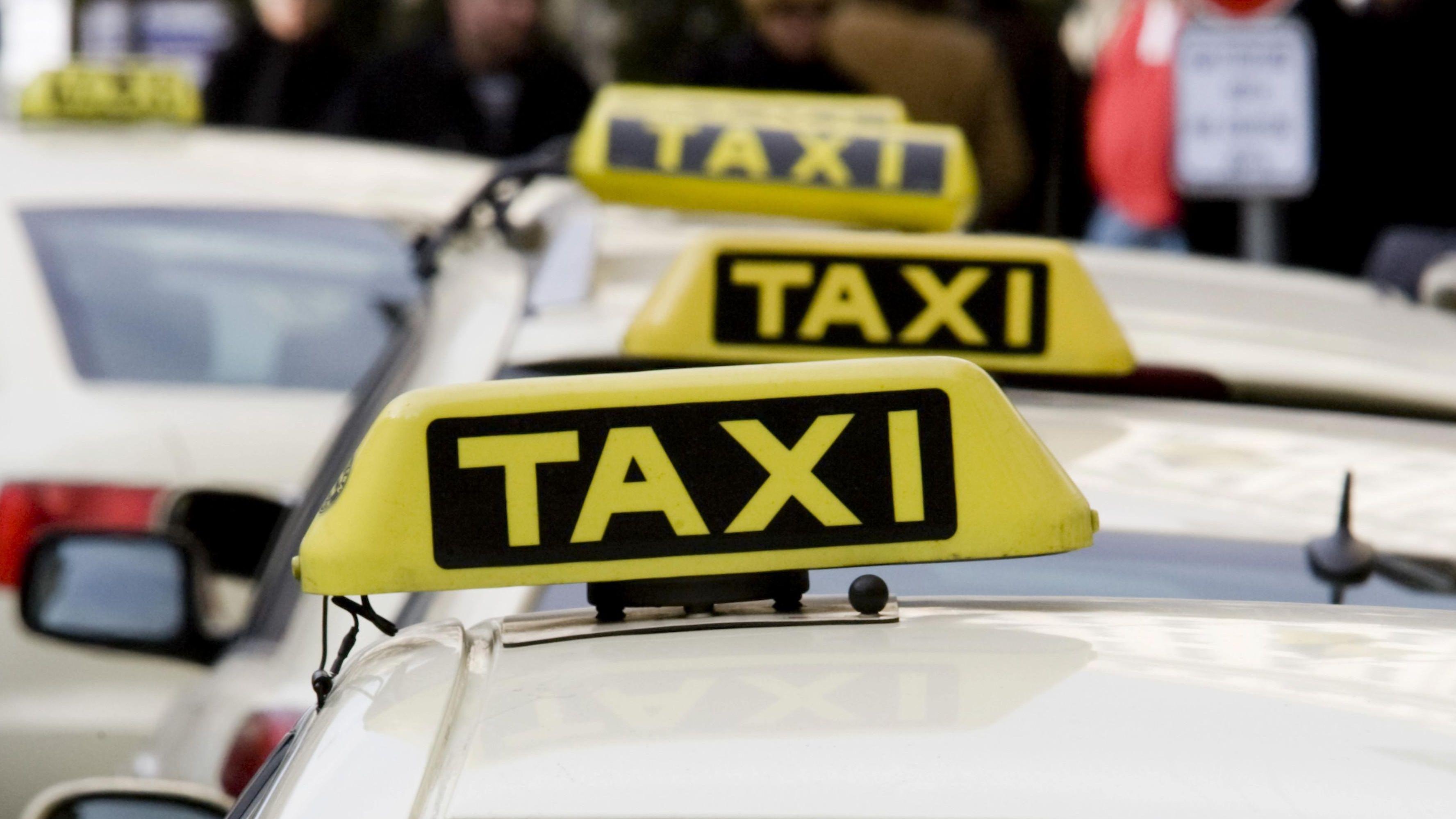 Taxistand vor einem Münchner Hotel