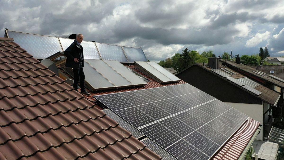Hausdächer in Moosburg von oben - hier wird die Sonnenenergie genutzt