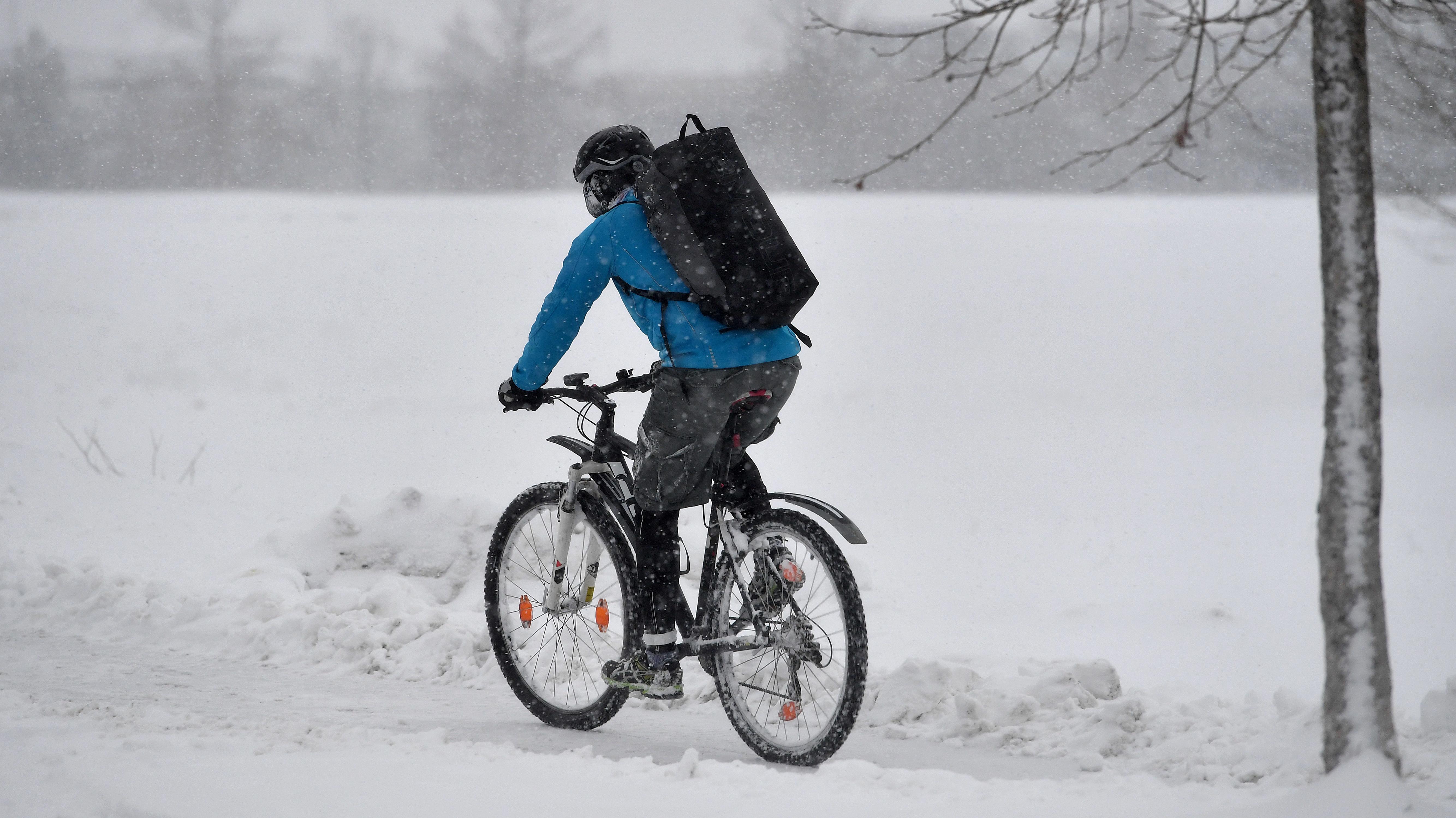 Kurierfahrer im Schnee