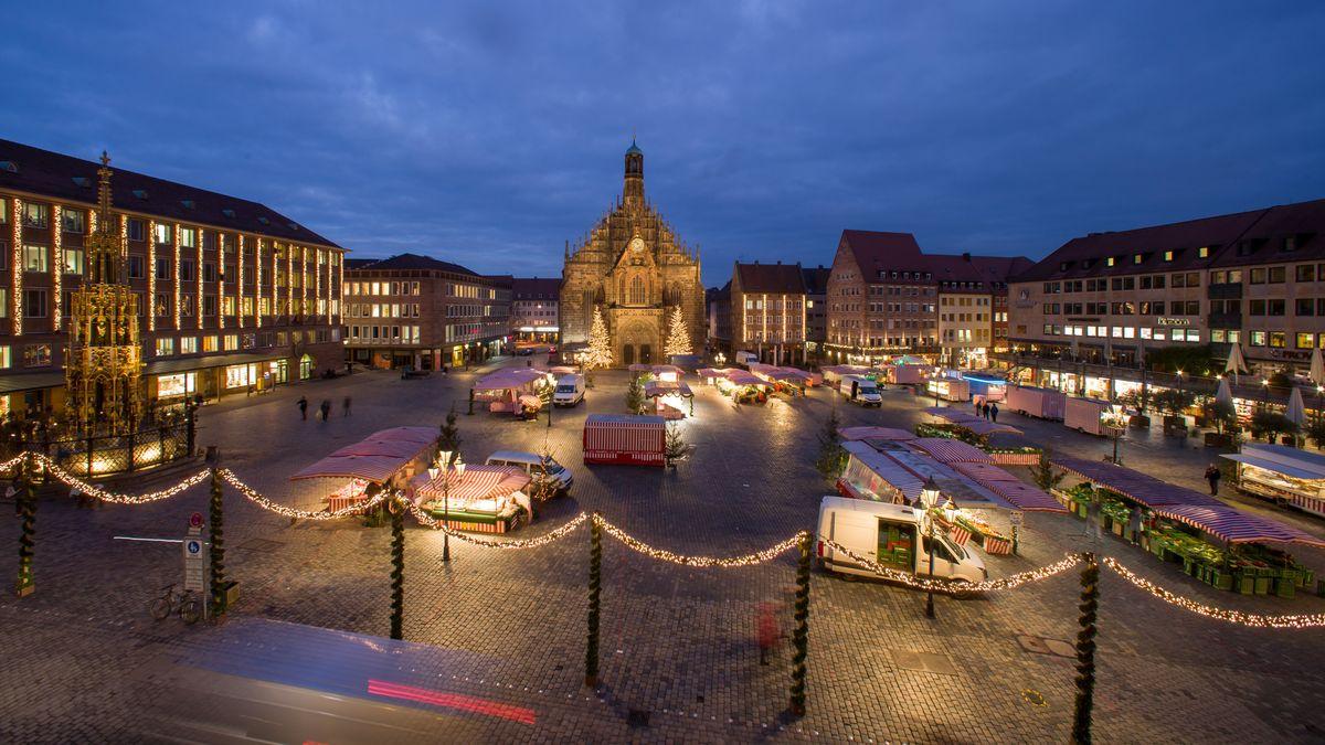 Nürnberg: Der Hauptmarkt mit der Frauenkirche.