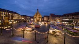 Nürnberg: Der Hauptmarkt mit der Frauenkirche, | Bild:pa/dpa/Daniel Karmann