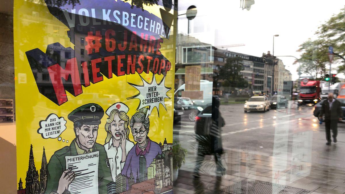 """Ein Plakat wirbt für das Volksbegehren """"Sechs Jahre Mietenstopp"""", aufgenommen am 09.10.19 in München."""