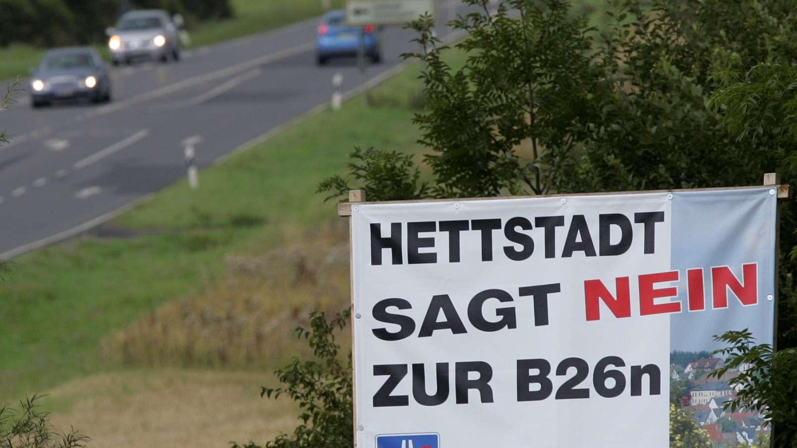 Schild gegen geplante Bundesstraße B26n