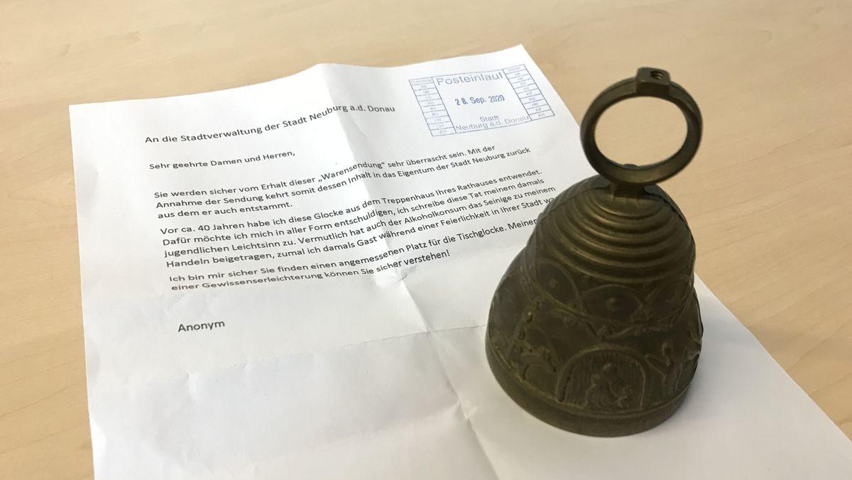 Die Sitzungsglocke aus Neuburg war 40 Jahre verschwunden - jetzt ist sie zurück
