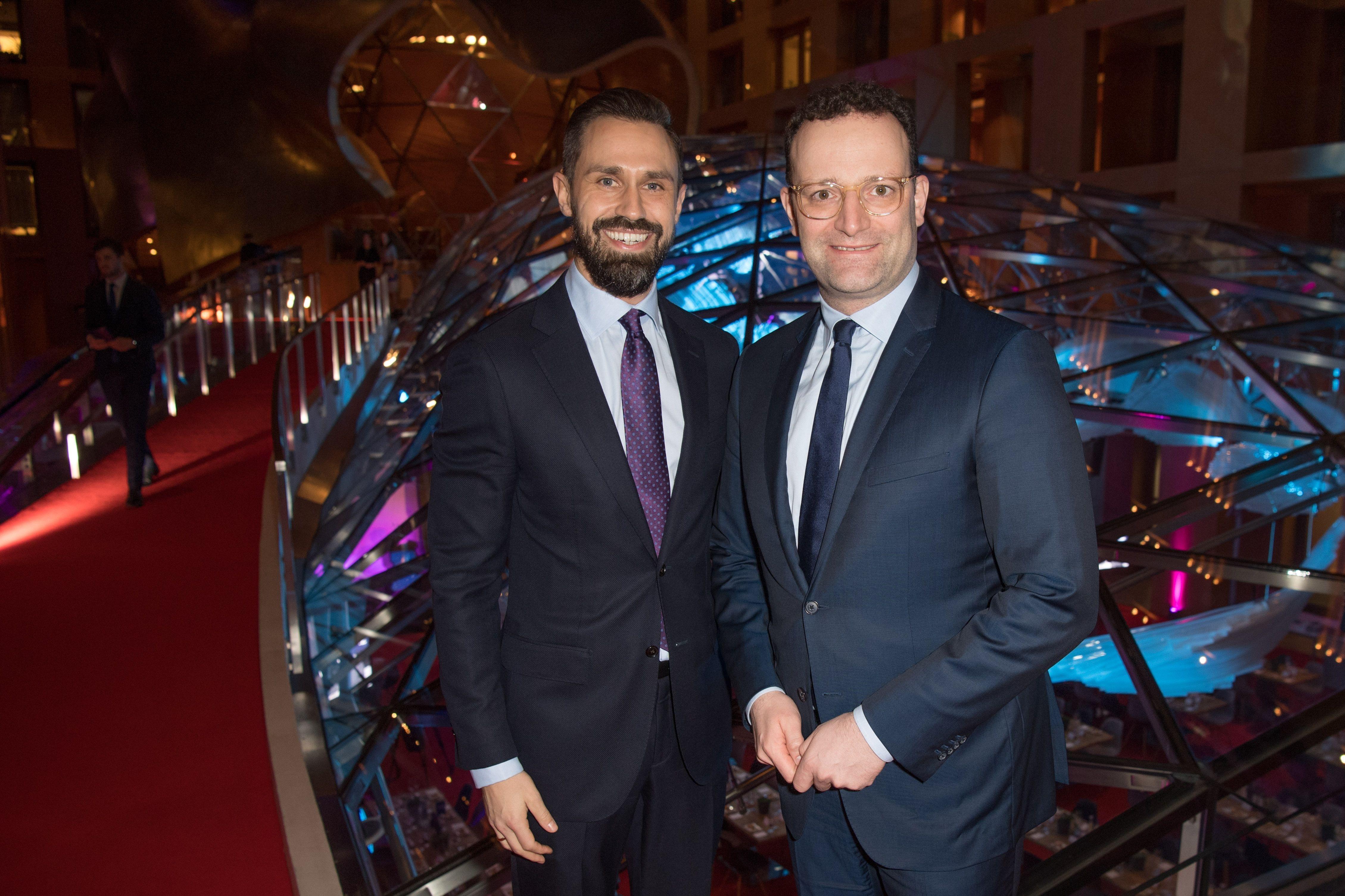Jens Spahn: Masken-Deal mit Firma des Ehemanns