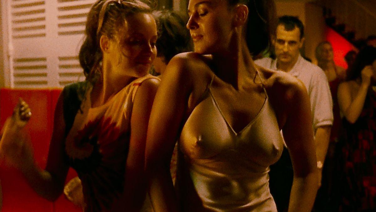"""Monica Bellucci tanzt aufregend in Gaspar Noés """"Irreversible"""" von 2002 (Filmszene)."""