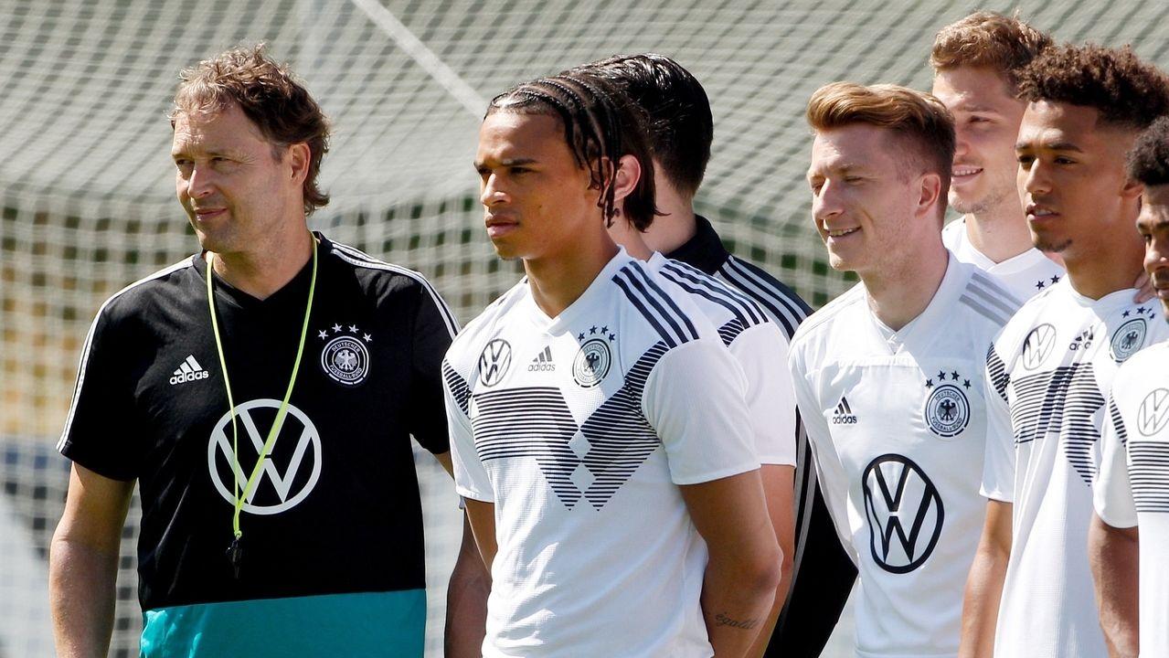 Löw-Vertreter Marcus Sorg (l-r), Leroy Sane, Marco Reus und Thilo Kehrer beim Abschlusstraining der Fußballnationalmannschaft