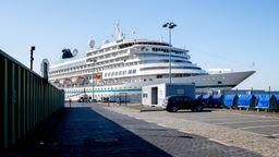 Liegen wegen Corona derzeit vor Anker: Kreuzfahrtschiffe. Reisende können bis Ende April ihre Buchungen kostenfrei stornieren. | Bild:picture alliance/Hauke-Christian Dittrich/dpa