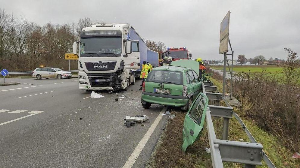 Die Unfallstelle auf der B20 bei Wolferszell