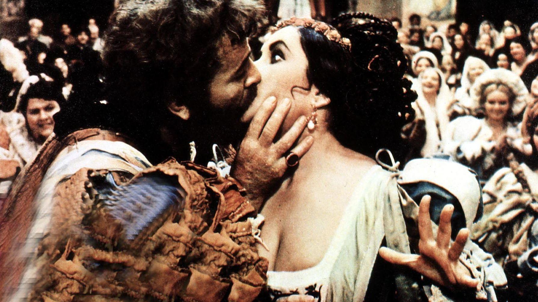 """Filmszene Richard Burton und Elizabeth Taylor in """"Der Widerspenstigen Zähmung"""""""