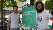 Plakat-Aktion gegen Verschwörungstheorien in Kaufbeuren | Bild:BR/Waldmüller