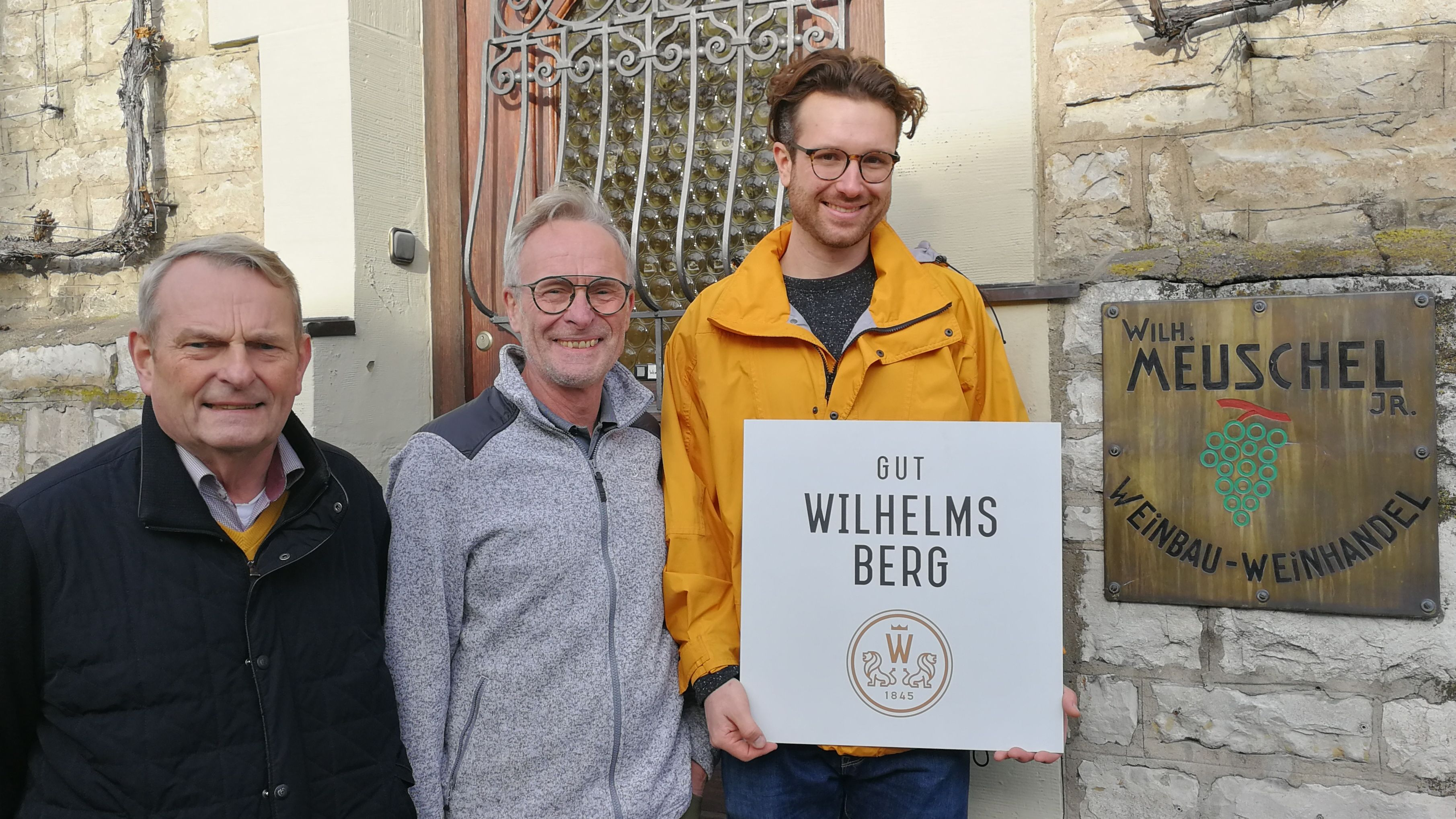 Christian und Johann Meuschel mit Kellermeister Lukas Herrmann (rechts)