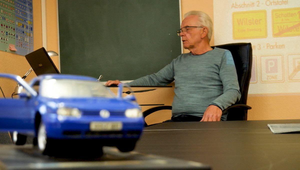 Fahrlehrer am PC