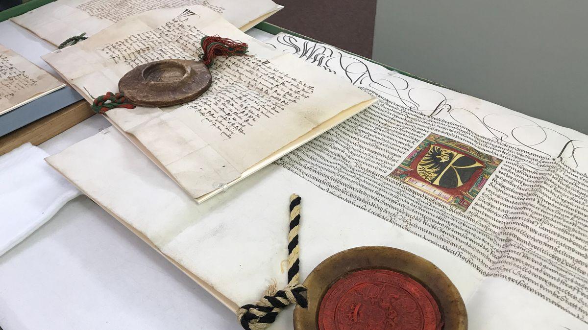 Historische Urkunden von Ludwig dem Bayern im Augsburger Staatsarchiv.