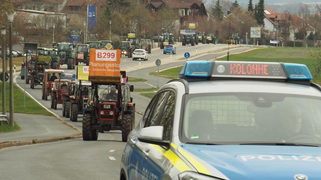 Landwirte protestierten mit einem Traktorkonvoi