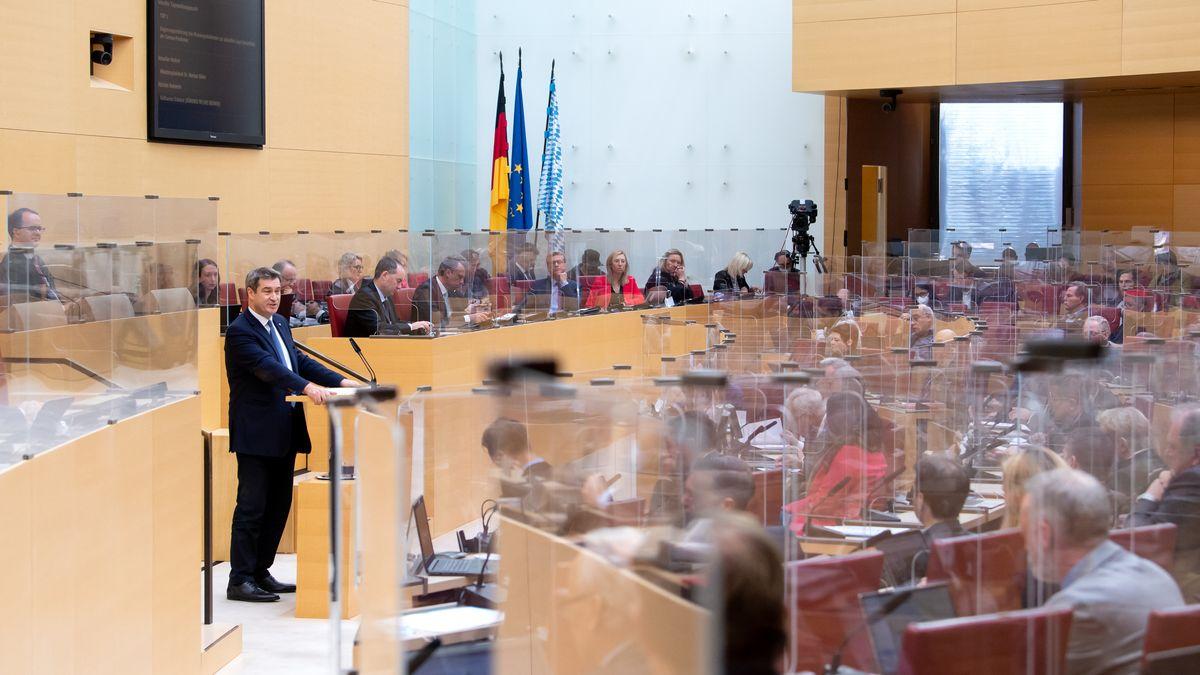 Markus Söder (CSU), Ministerpräsident von Bayern, gibt im bayerischen Landtag während einer Plenarsitzung eine Regierungserklärung.