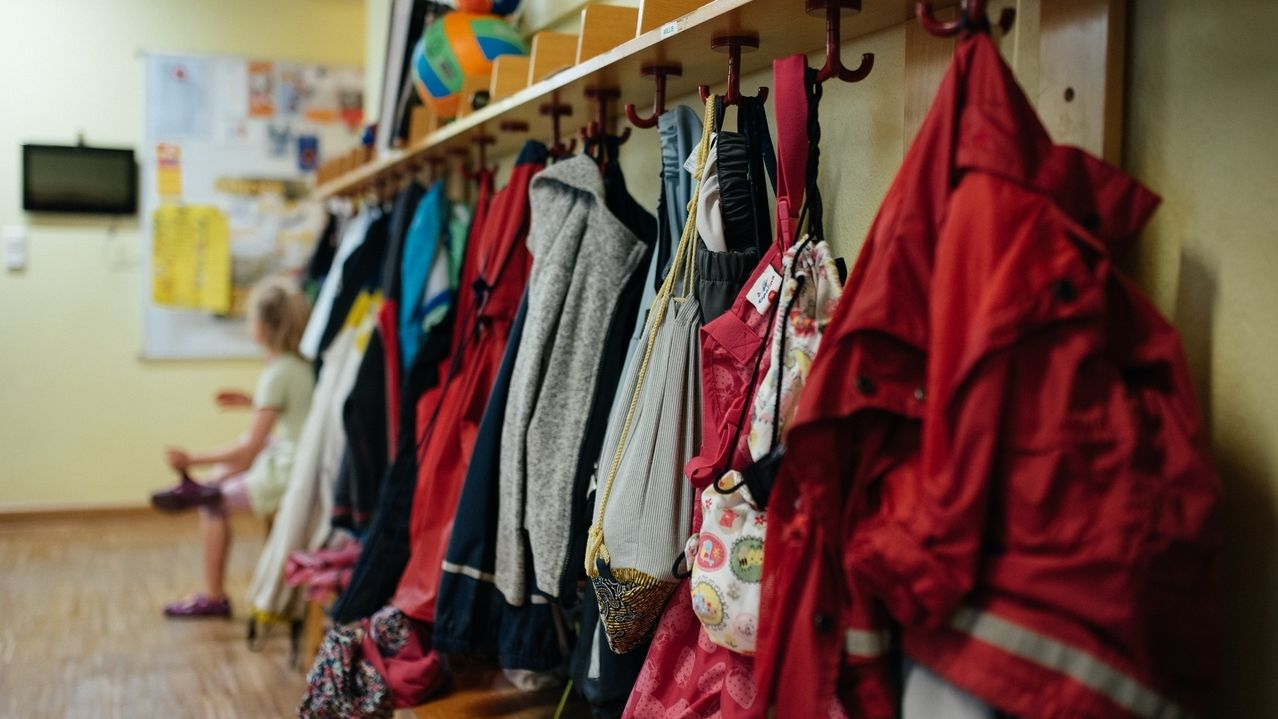 Garderobe in einer Kita (Symbolbild).
