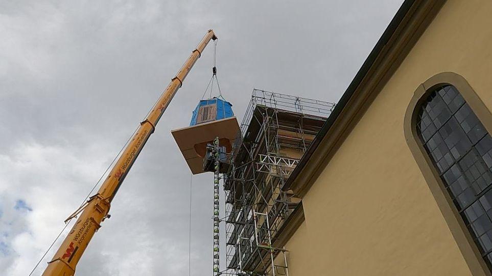Kirchturmspitze wird wieder aufgebaut