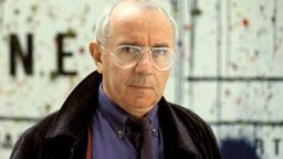 Der Medientheoretiker, Stadtplaner und Architekt Paul Virilio blickt, vor einer Wand stehend, in die Kamera | Bild:picture alliance/Leemage