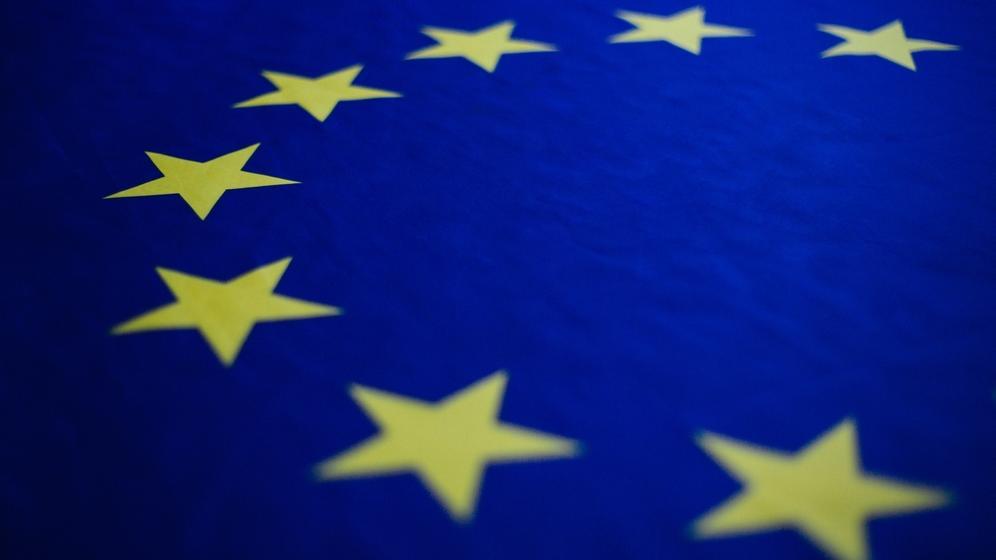 Eine Nahaufnahme der Europaflagge.   Bild:BR/Julia Müller