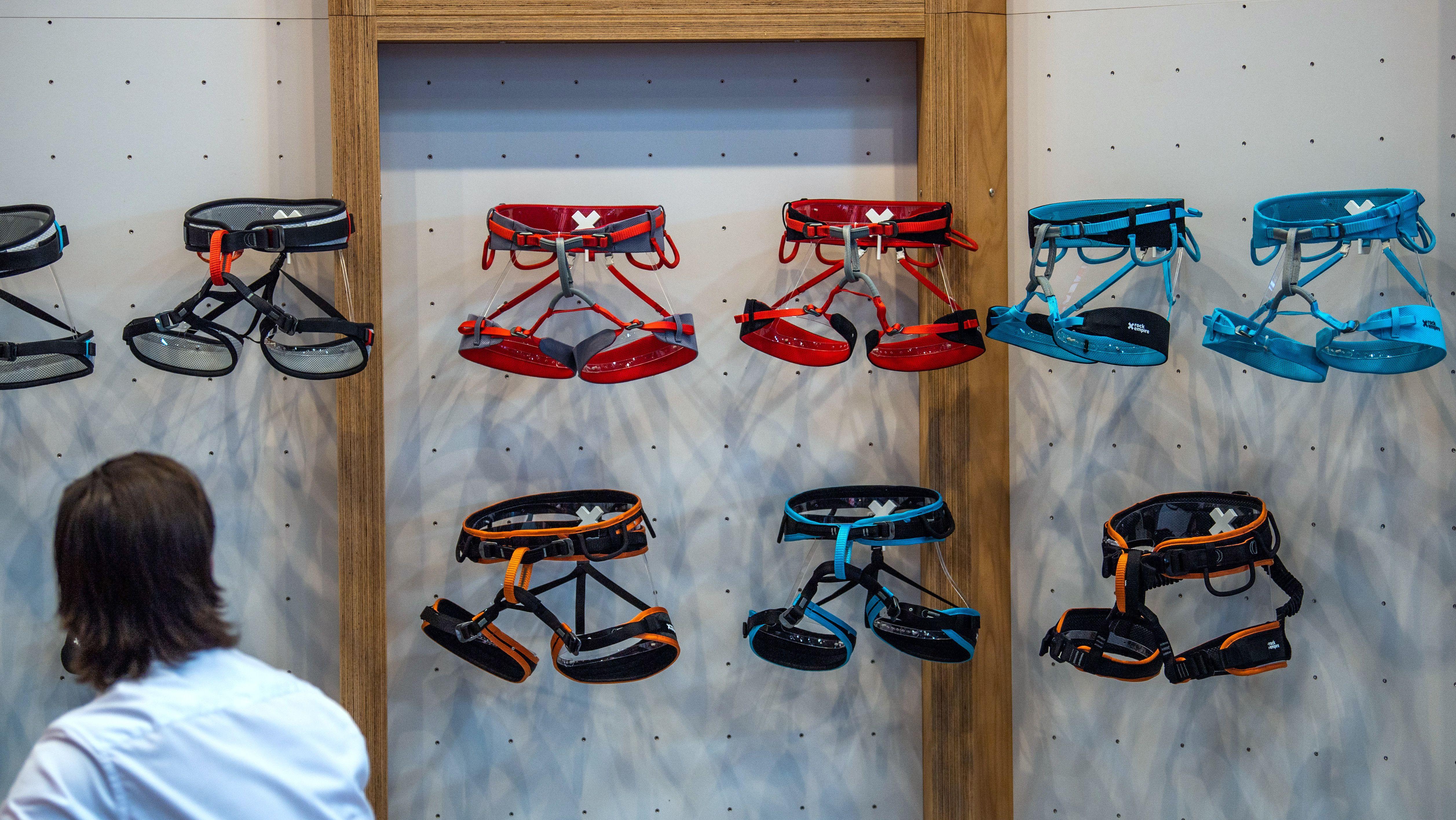 Klettergurte auf der Freizeitbekleidungs- und Sportmesse OutDoor by ISPO