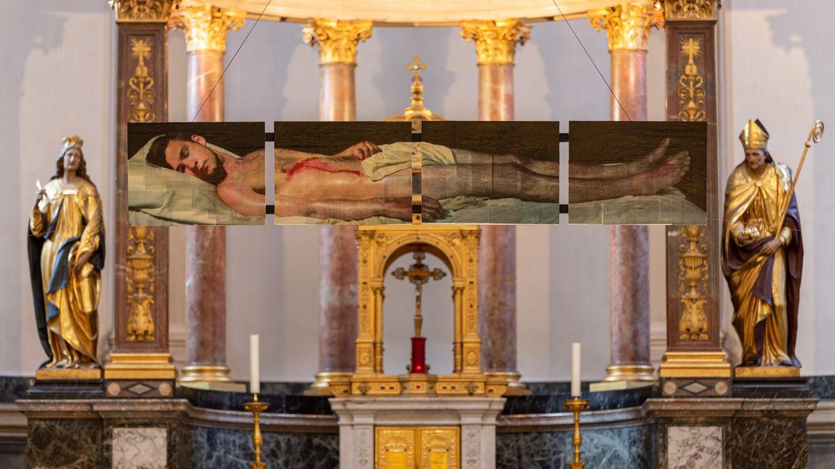 Jesus im Grab: Fotografie des spanischen Künstlers und Jesuiten Pepe Vives in St. Ursula