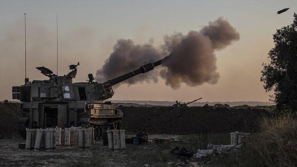 Israelisches Geschütz feuert auf den Gaza-Streifen