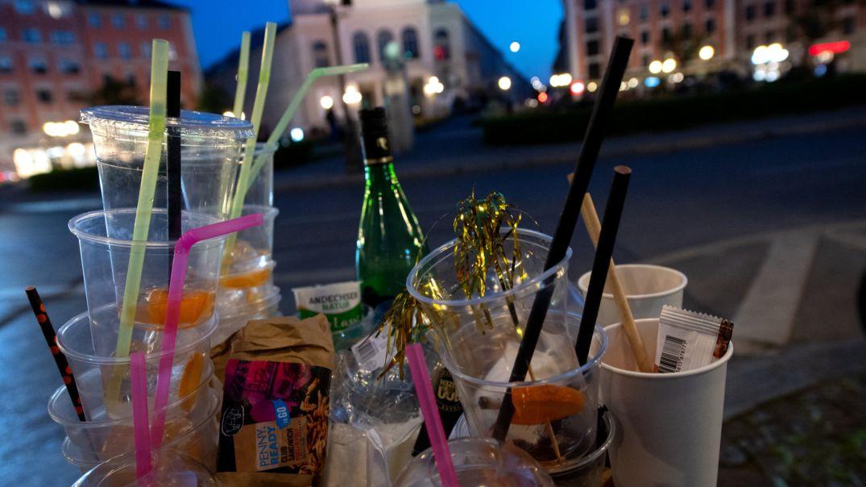 Müll nach Party auf dem Gärtnerplatz in München