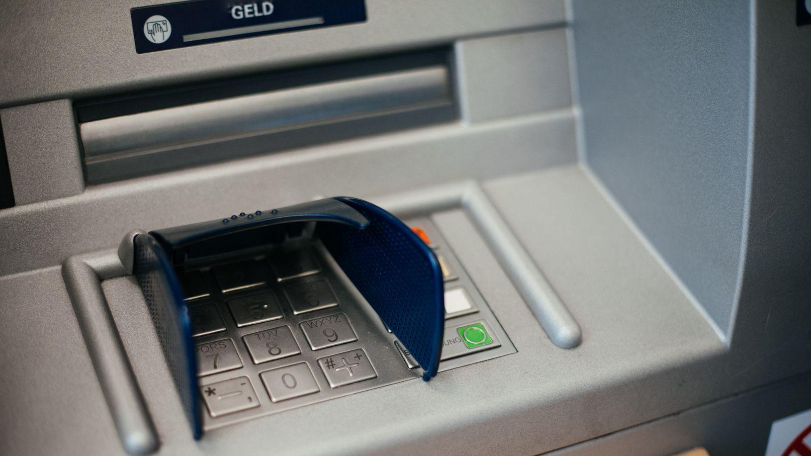 Symbolbild: Tastenfeld eines Bankautomaten