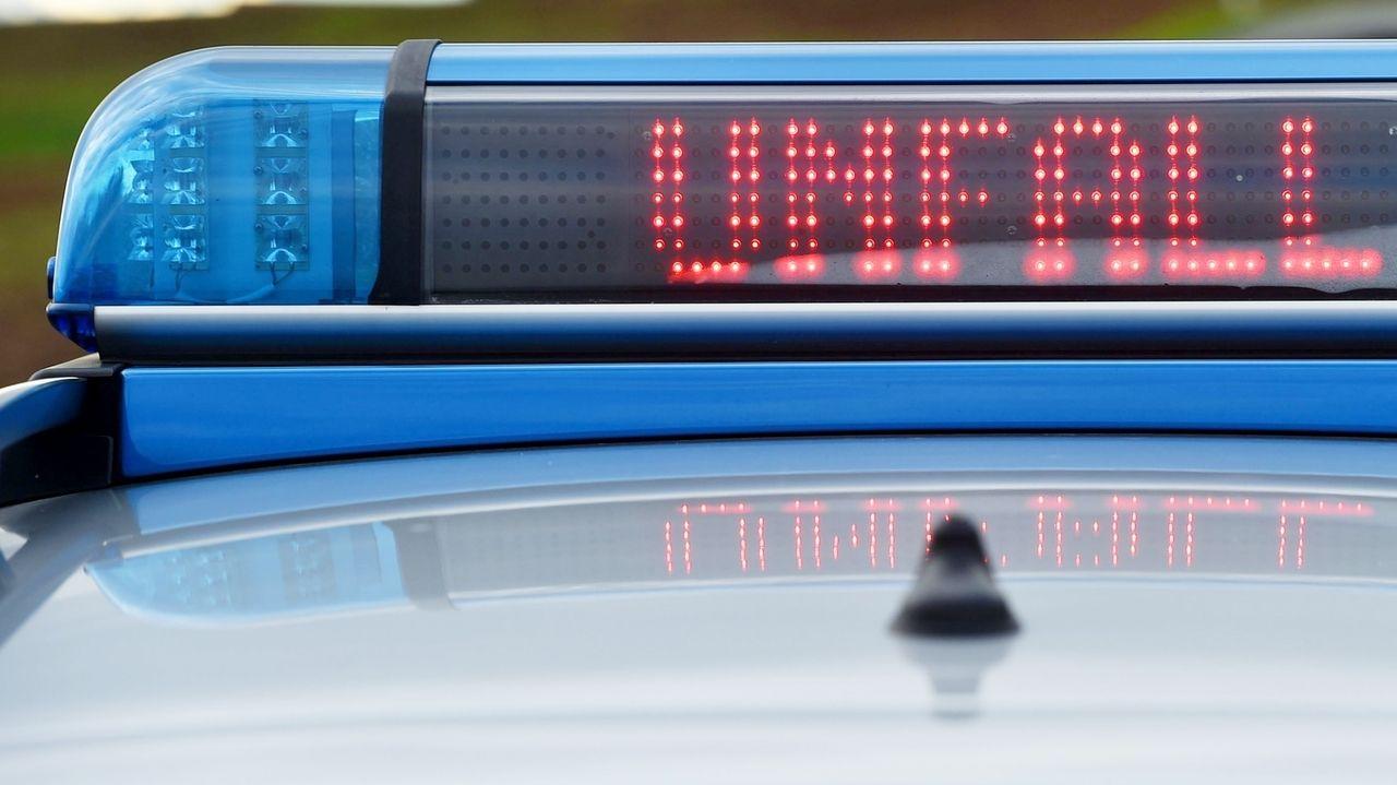 Unfallwarnung auf Polizeiauto